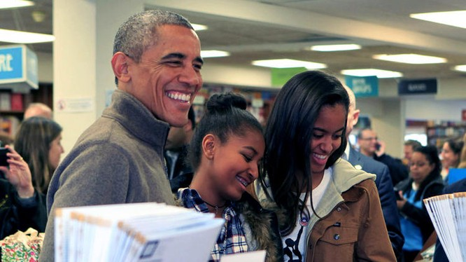 Obama và hai con gái.