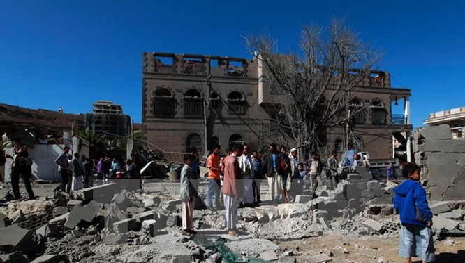 Cảnh đổ nát sau cuộc không kích tại thủ đô Sanaa. (Nguồn: AFP/TTXVN)