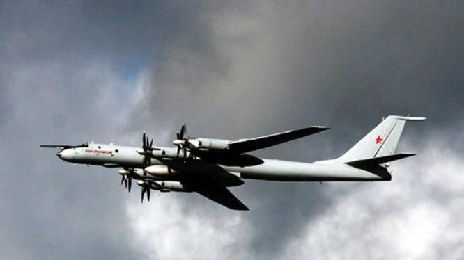 Một máy bay tuần biển và săn ngầm Tu-142 của Hải quân Nga