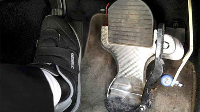 Hệ thống hợp nhất chân ga với chân phanh. (Ảnh: Masuyuki Naruse)