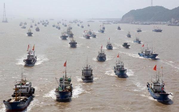 Tàu cá của Trung Quốc rầm rộ tiến vào Biển Đông. Ảnh: Tân Hoa xã