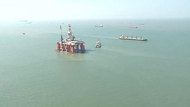 Dàn khoan dầu khí của tập đoàn Rosneft trên thềm lục địa Nam Côn Sơn của Việt Nam - Ảnh: Clip đài Nước Nga 24
