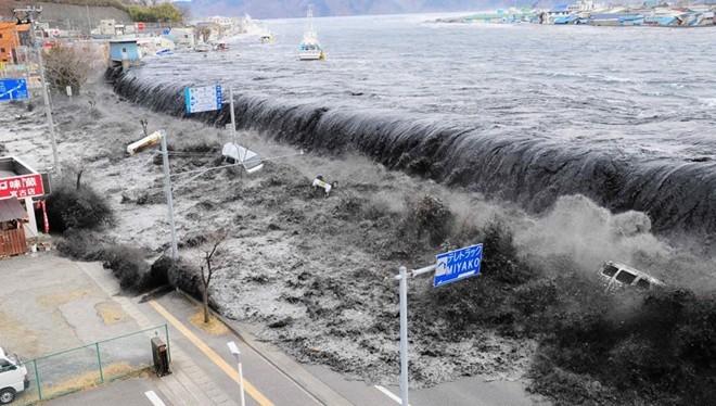 Clip Nhìn lại thảm họa động đất, sóng thần Nhật Bản