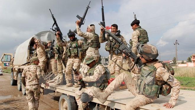 Binh sỹ Iraq tham gia một chiến dịch truy quét phiến quân IS tại khu vực ngoại ô thành phố Kirkuk. (Nguồn: THX/TTXVN)