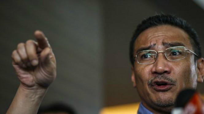 Bộ trưởng Quốc phòng Malaysia Hishammuddin Hussein - Ảnh: Reuters