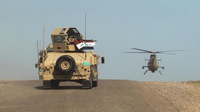 Quân đội Iraq trên vùng sa mạc al-Anbar, ngày 9/3. (Nguồn: AFP)