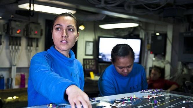 Bàn Ouija trong phòng điều khiển trên tàu sân bay USS John C. Stennis - Ảnh: Hải quân Mỹ