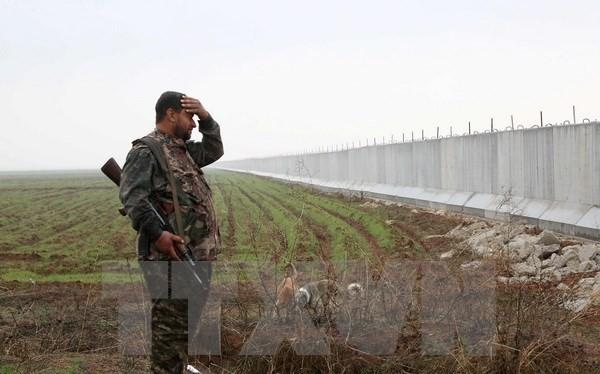Binh sỹ người Kurd làm nhiệm vụ tại khu vực Ras al-Ain trên biên giới Syria-Thổ Nhĩ Kỳ ngày 2/2. (Nguồn: AFP/TTXVN)