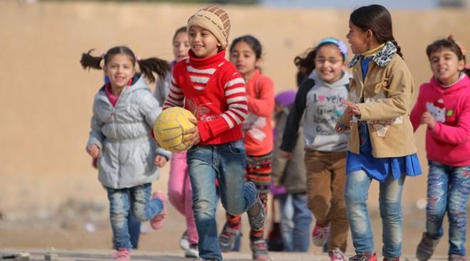 Các em nhỏ đang chơi ở thành phố Ras al-Ain của Syria
