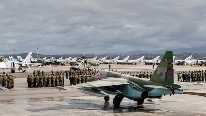 Lễ rút quân Nga ở căn cứ Hmeymim (Syria) ngày 15.3.2016 – Ảnh: Bộ Quốc phòng Nga