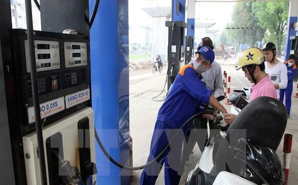 Vụ vênh thuế xăng dầu: Thu hồi khoản chênh lệch để trả cho người dân?