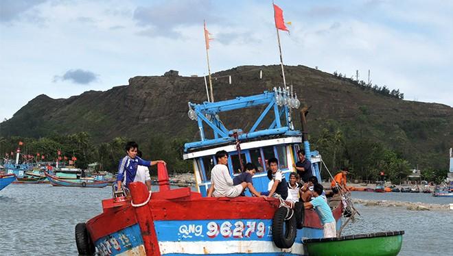 Tàu cá ngư dân Lý Sơn liên tiếp bị nạn do thời tiết bất thường