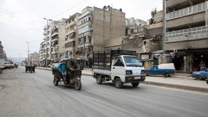 Đường phố Aleppo yên bình sau một ngày thực thi lệnh ngừng bắn.