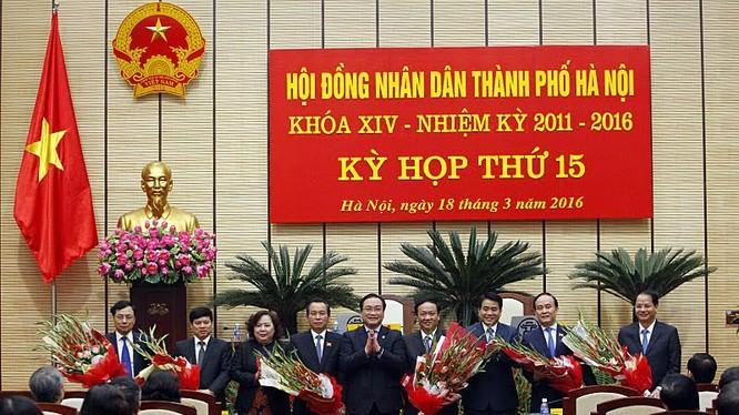 Lãnh đạo TP Hà Nội chúc mừng 3 tân Phó chủ tịch UBND TP