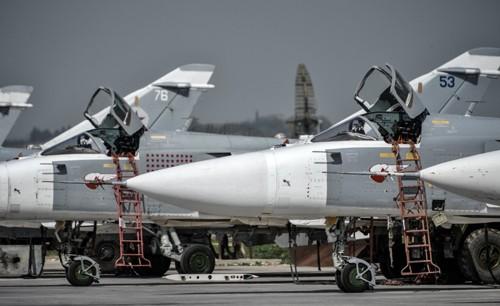 Chiến đấu cơ Su-24 tại Hmeymim. Ảnh: Sputnik