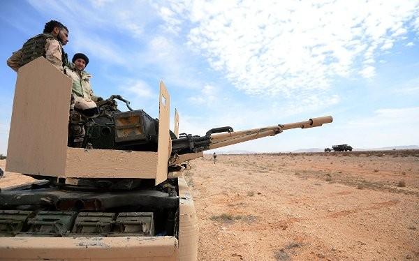 Hiện đơn vị này đã bao vây tại nhiều điểm quanh Palmyra, sẵn sàng tấn công.