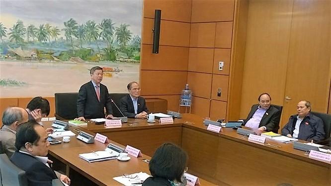 Hàng loạt các vấn đề liên quan đến tổ chức bộ máy nhà nước, bức xúc dân sinh đã được các đại biểu Quốc hội tập trung nêu lên khi thảo luận tại tổ báo cáo nhiệm kỳ của các chức danh lãnh đạo Đảng, Nhà nước và kết quả thực hiện nhiệm vụ phát triển kinh tế-