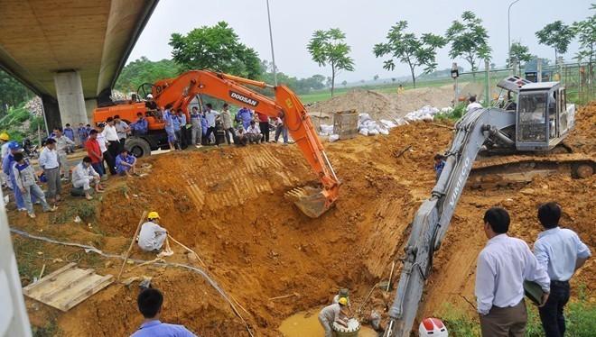 Đường ống nước sông Đà 1 nhiều lần bị vỡ. Ảnh: Hoàn Nguyễn