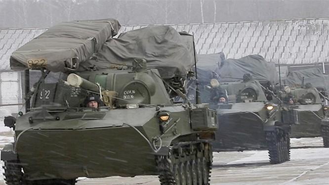 Xe chiến đấu của lính dù rời căn cứ - Ảnh: Bộ Quốc phòng Nga