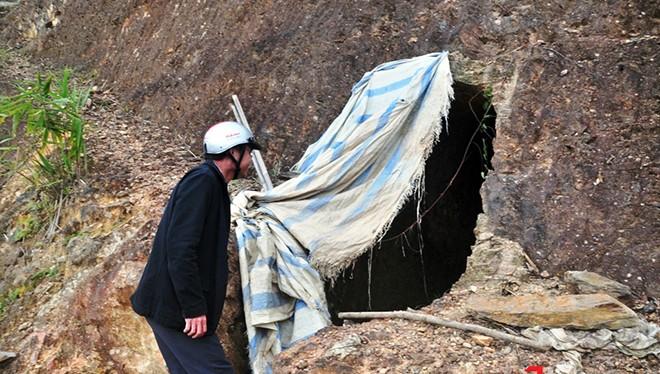 Đường hầm được ông B'hriu Liếc đào từ năm 2009 đến nay nhờ báo chí mới phát hiện.