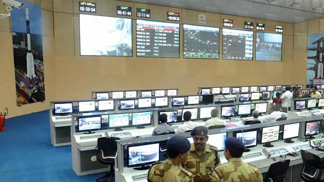 Một trung tâm điều khiển vệ tinh của Ấn Độ - Ảnh: AFP