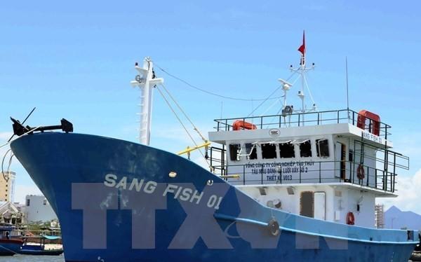 Tàu cá lưới vây vỏ thép Sang Fish 01 được bàn giao cho ngư dân tỉnh Đà Nẵng. (Ảnh: Trần Lê Lâm/TTXVN)