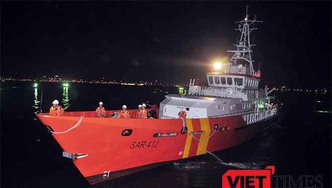 Tàu SAR 412 liên tục xuyên biển cứu ngư dân bị nạn