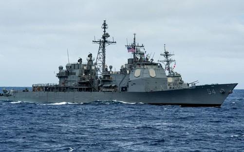 Tàu khu trục tên lửa dẫn đường USS Curtis Wilbur của Mỹ từng áp sát đảo nhân tạo trái phép Trung Quốc trên vùng biển quần đảo Trường Sa của Việt Nam.