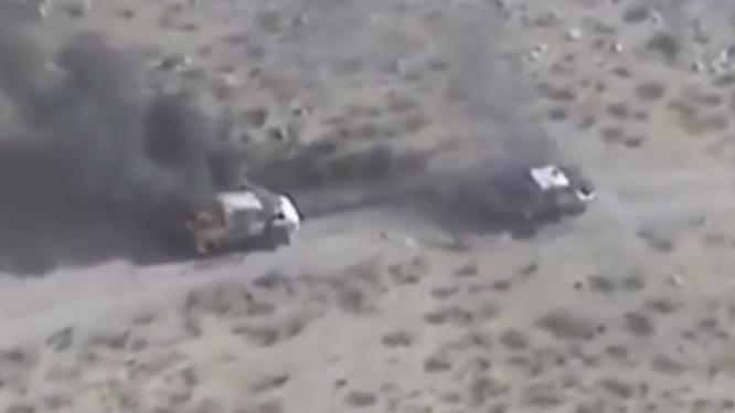 Video trực thăng Apache của Arab Saudi hủy diệt đoàn xe của phiến quân Huthis