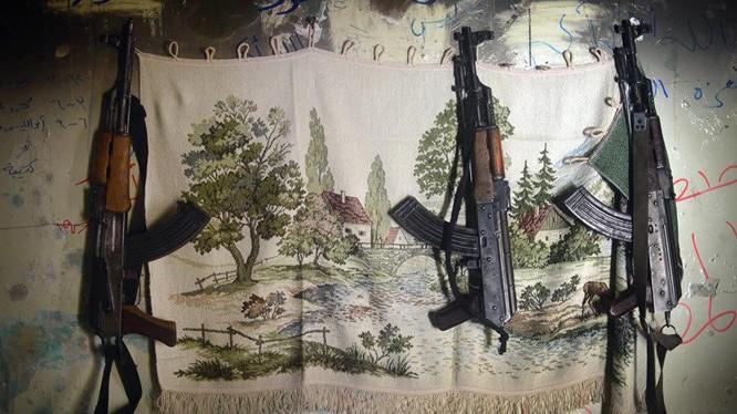 Súng AK mà Al Qaeda sử dụng được cho là do Mỹ cung cấp. Ảnh: AFP