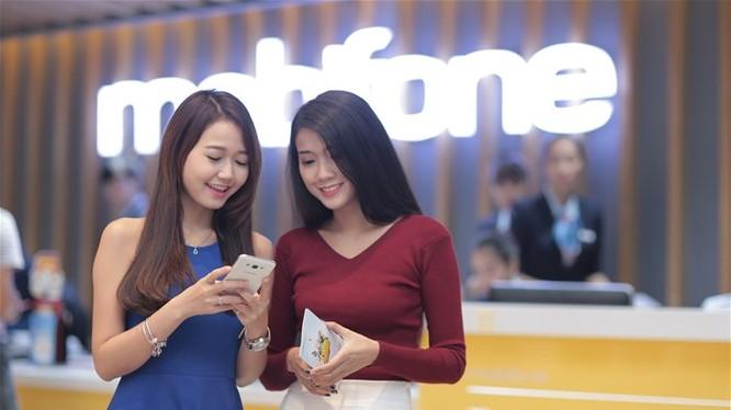 Gần nửa người dùng thiết bị di động tìm kiếm thông tin mua hàng qua mạng. Ảnh: Vân Ly