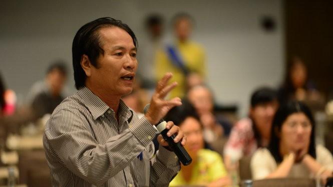 Cổ đông phát biểu tại đại hội cổ đông NH Nam Á - Ảnh: Quang Định
