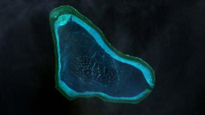 Bãi cạn Scarborough trở thành tâm điểm chú ý trong câu chuyện tranh chấp trên Biển Đông gần đây - Ảnh: NASA