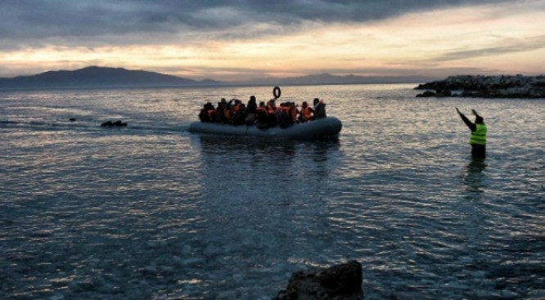 Một chiếc thuyền cao su chở người tị nạn từ Thổ Nhĩ Kỳ sang Hy Lạp hồi tháng 2.2016 - The Independent