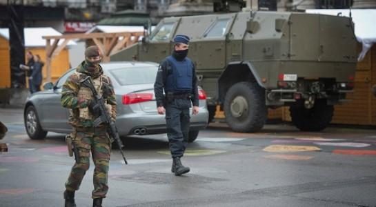 Cảnh sát vũ trang Bỉ đang tuần tra ở Brussels