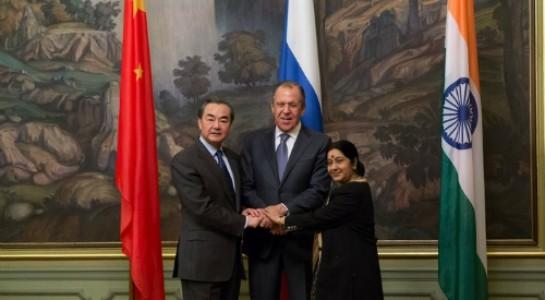 Ngoại trưởng ba nước Trung Quốc, Nga và Ấn Độ tại cuộc họp hôm 19.4 ở Moscow
