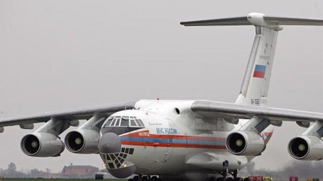 Một máy bay vận tải Il-76 của Nga - Ảnh: AFP