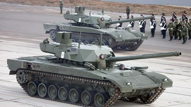Xe tăng Armata đang diễn tập chuẩn bị cho lễ duyệt binh ngày 9.5.2016 ở căn cứ Alabino, ngoại ô Moscow ngày 11.4.2016 - Ảnh: vitalykuzmin.net