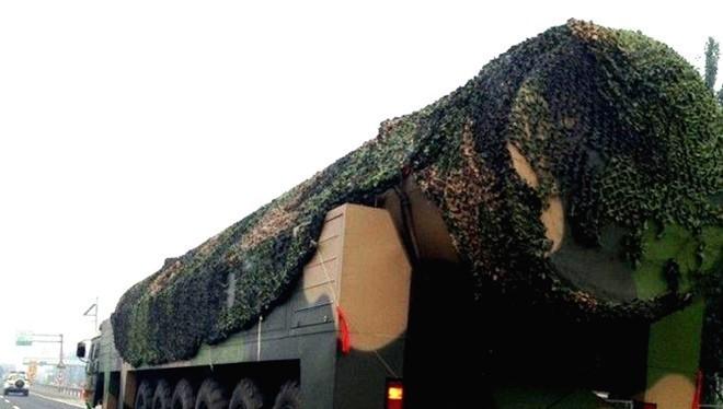 Thiết bị nghi là xe chở tên lửa hạt nhân DF-41 của Trung Quốc. Ảnh: Defence.pk