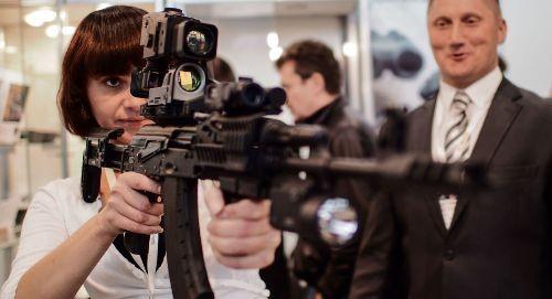 """Nhà sản xuất vũ khí cá nhân lớn nhất của Nga là tập đoàn """"Kalashnikov"""" (súng AK) dự kiến đến năm 2017 sẽ tăng gấp đôi doanh số bán hàng."""