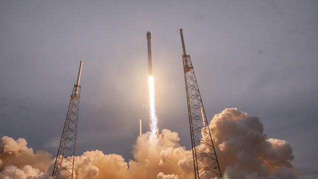 SpaceX đặt một dấu mốc quan trọng khi hợp tác với Không quân Mỹ và phục vụ các nhiệm vụ quân sự.