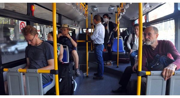 """Xe buýt """"5 sao"""" ở sân bay Tân Sơn Nhất: Tây khen, ta... chê?"""