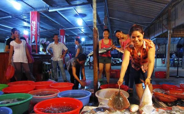 Hải sản sạch phải chờ kiểm nghiệm, hơn 1.000 cán bộ Đà Nẵng sẽ ăn hải sản vào bữa trưa