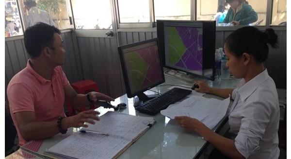 Người dân được cung cấp thông tin quy hoạch tại Q.Gò Vấp, TP.HCM -Ảnh: Ngọc Hà