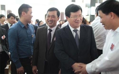 Phó Thủ tướng Trịnh Đình Dũng với các doanh nhân trong giờ nghỉ giải lao của Hội nghị Thủ tướng với doanh nghiệp sáng 29/4 - Ảnh: Mỹ An.