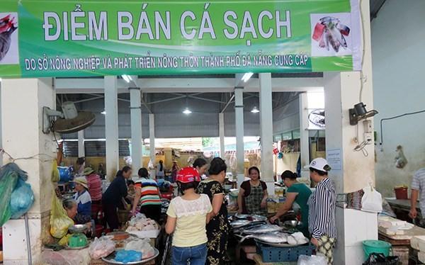 Điểm bán cá biển sạch tại chợ An Hải Đông (Ảnh: HC)