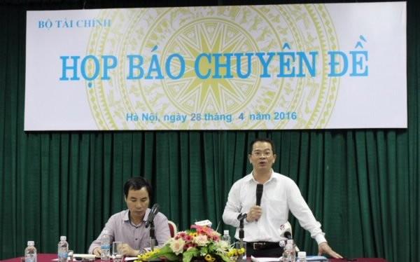 Ông Nguyễn Tân Thịnh (đứng) cho biết cơ chế mua sắm tập trung sẽ giúp tiết kiệm cho ngân sách quốc gia. Ảnh TL