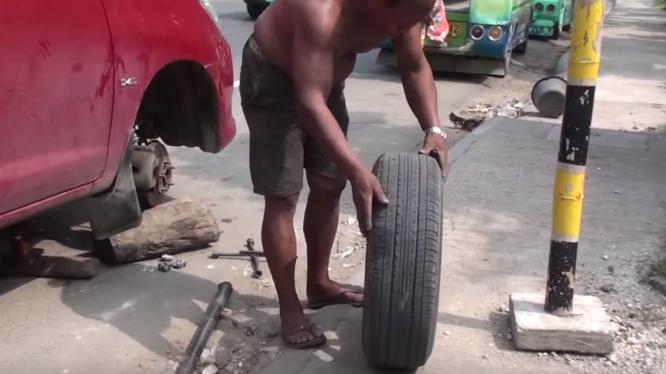 Clip vá lốp ôtô thủ công gây ngạc nhiên ở Phillipines