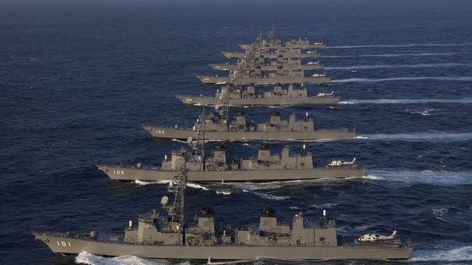 Giàn tàu khu trục của lực lượng Phòng vệ Biển Nhật (Ảnh: JMSDF)