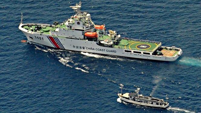 Tàu hải cảnh Trung Quốc ở Biển ĐôngReuters